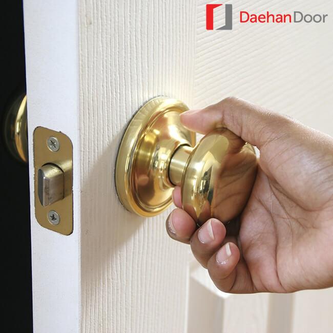 Daehan gợi ý: Chọn khóa cửa tay nắm tròn cho cửa thông phòng và vệ sinh